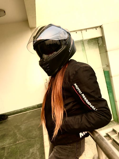 Photos gratuites de #dame, casque de moto, casque de plongée, casque de ski