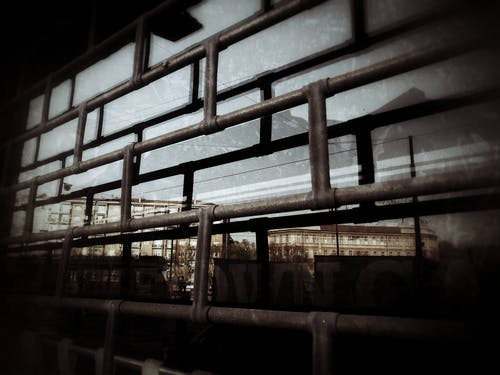 คลังภาพถ่ายฟรี ของ กั้นรั้ว, การก่อสร้าง, การสะท้อน, ชนบท