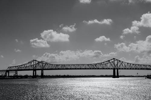 Foto stok gratis Arsitektur, awan, berawan, hitam & putih