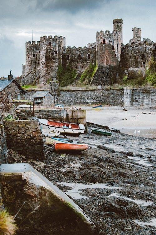 Foto d'estoc gratuïta de a l'aire lliure, abandonat, antic, barques
