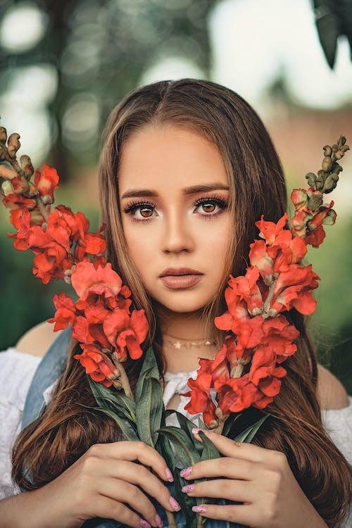 Immagine gratuita di alla ricerca, attraente, bella donna, bellezza