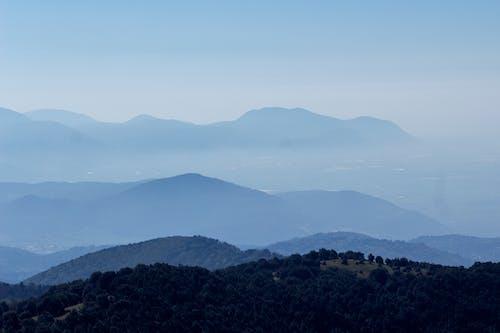 Foto d'estoc gratuïta de caminant, muntanyes, muntanyes blaves