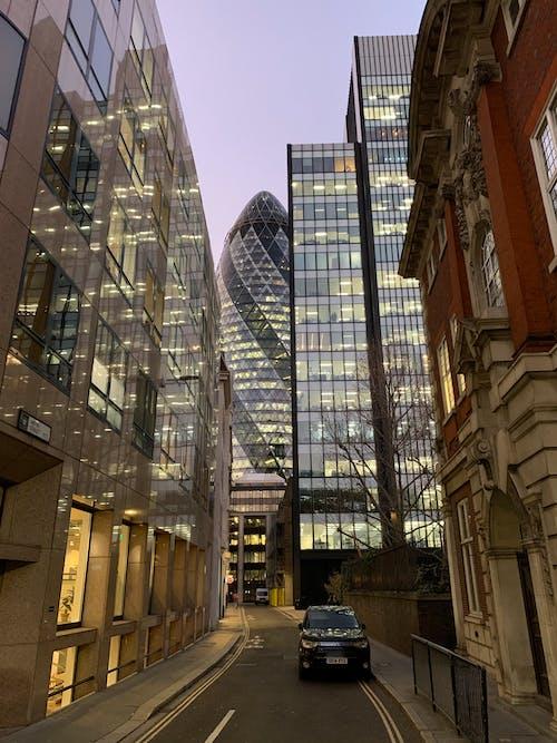 거리, 건물, 고층 건물, 도시의 무료 스톡 사진