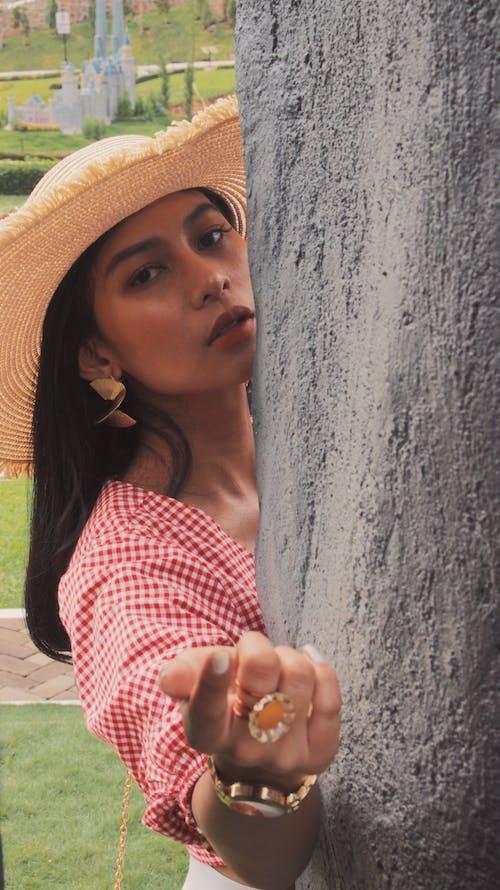 Darmowe zdjęcie z galerii z fotografia plenerowa, miła dziewczyna, przystojny