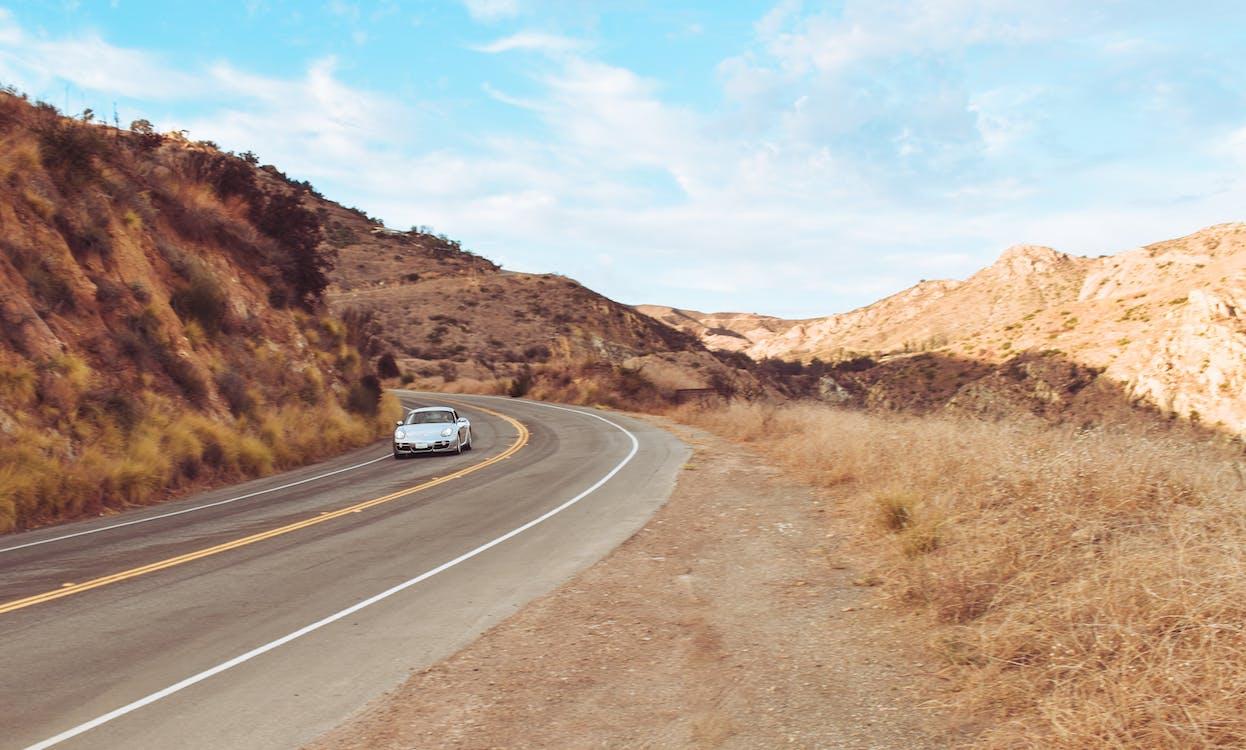 Immagine gratuita di auto, auto sportiva, auto sulla strada
