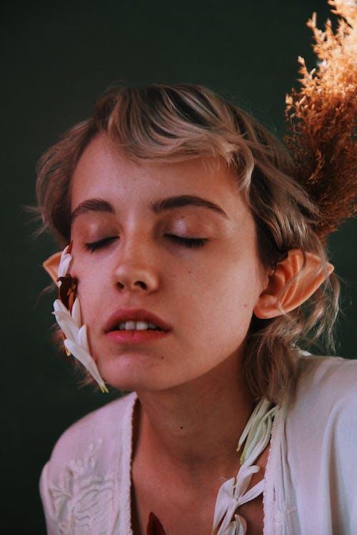 Základová fotografie zdarma na téma elf, holka, květiny, lehký
