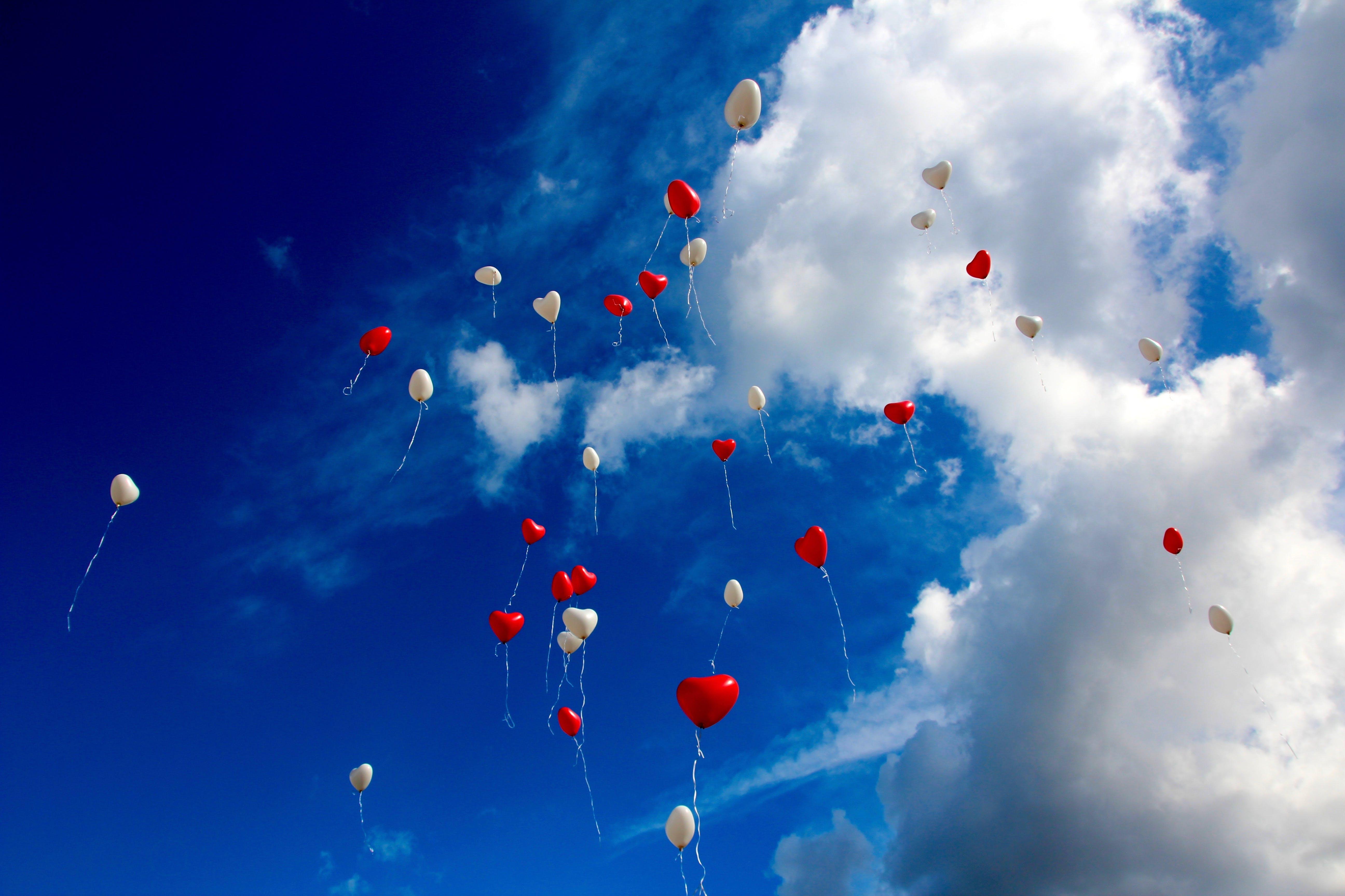 aufnahme von unten, ballons, froschperspektive