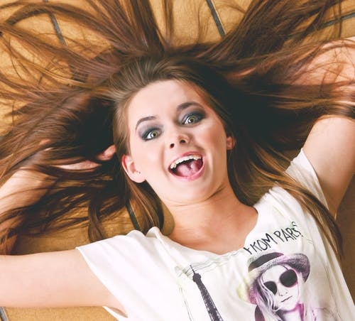 Gratis lagerfoto af brunette, glæde, hår, kvinde