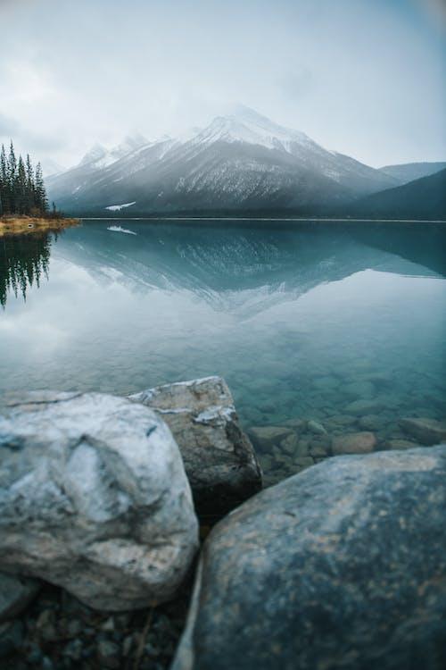 Foto profissional grátis de água, ao ar livre, cênico, com frio