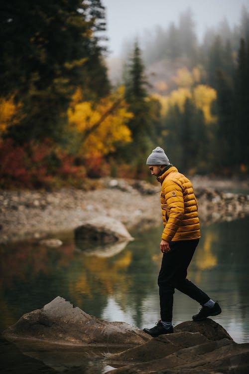 Foto d'estoc gratuïta de aventura, boina de llana, caminant, constipat
