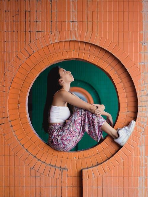 Gratis lagerfoto af afslappet, arkitektur, asiatisk kvinde, asiatisk person