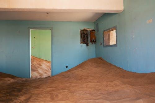 Бесплатное стоковое фото с Заброшенное здание, заброшенный, здание, песок