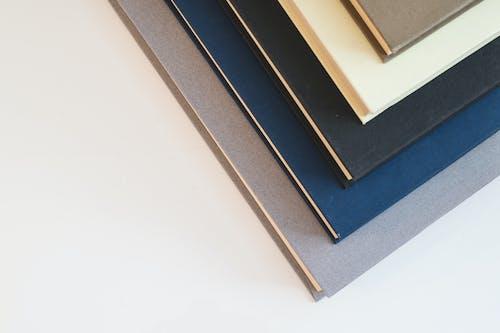 Δωρεάν στοκ φωτογραφιών με αδειάζω, άδειος, βιβλία, κάλυμμα