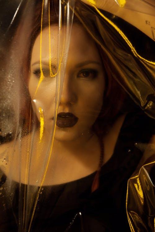 Darmowe zdjęcie z galerii z ciemny, dorosły, kobieta, kolor