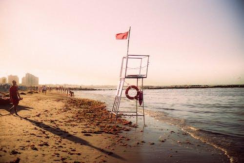 Бесплатное стоковое фото с люди, море, морской берег, морской пейзаж