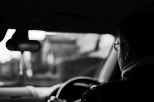 Gratis stockfoto met auto, auto-interieur, autorijden, bestuurder
