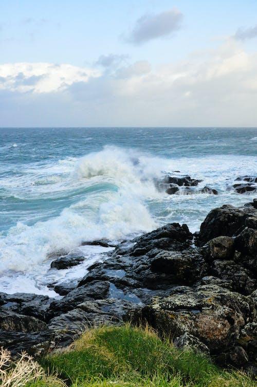 Základová fotografie zdarma na téma havárii vlny, kameny, mávání, moře