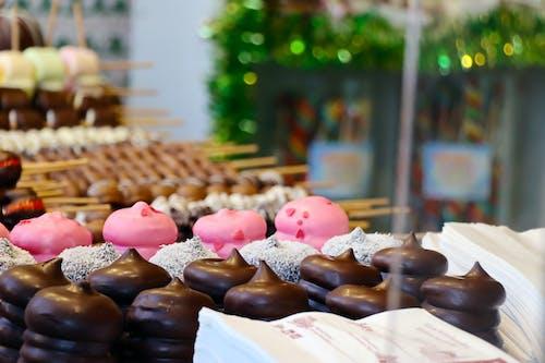 Základová fotografie zdarma na téma čokoládové dortíky, cukrárna, dortíky, dorty