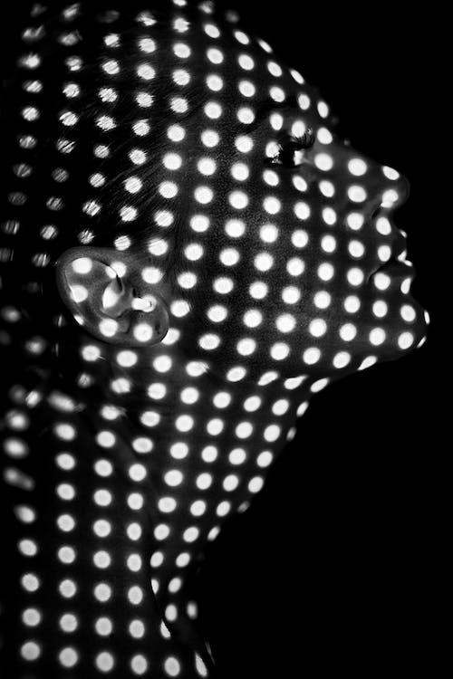 Immagine gratuita di concentrarsi, donna, femmina, in posa