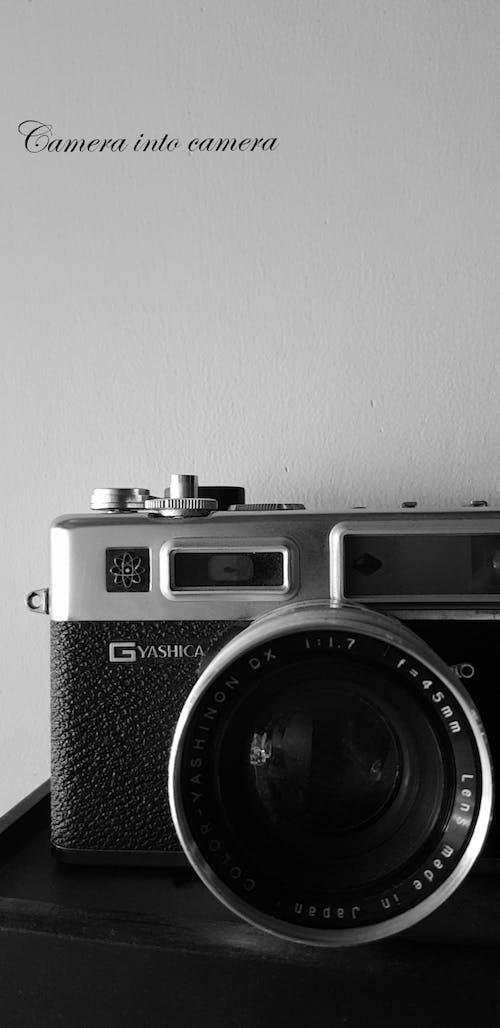 Foto d'estoc gratuïta de arts de cambra, càmera, càmera analògica, càmera antiga