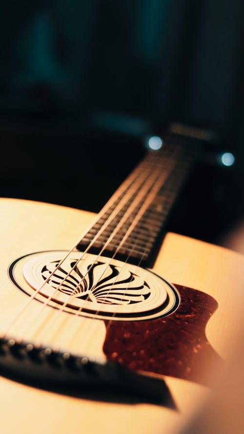 akustik, akustik gitar, bokeh, derinlik içeren Ücretsiz stok fotoğraf