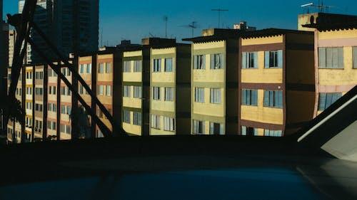 Безкоштовне стокове фото на тему «Windows, архітектурне проектування, бетон, блакитне небо»