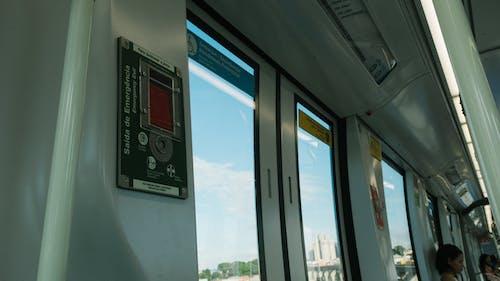 Δωρεάν στοκ φωτογραφιών με άνθρωπος, ατμομηχανή, γυαλί, γυάλινο παράθυρο