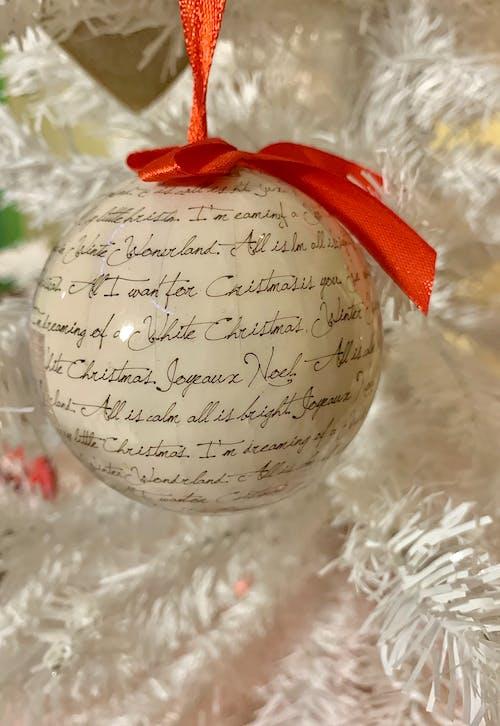 Gratis arkivbilde med ball, hvit, hvit jul, jul