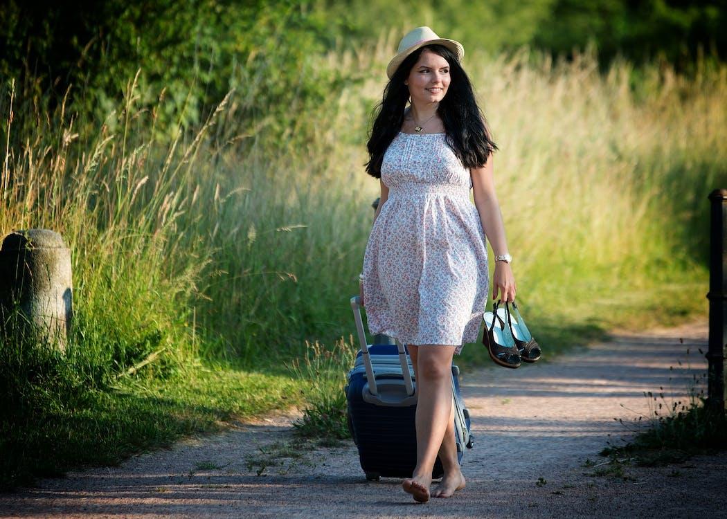 багаж, босоніж, жінка