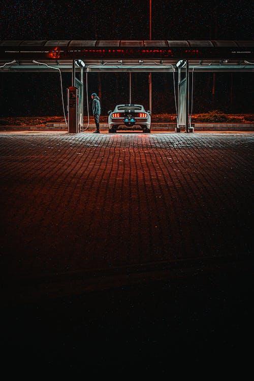 Gratis lagerfoto af bil, fart, fortov, mand