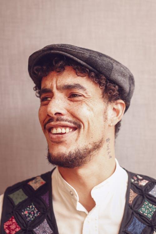 Fotobanka sbezplatnými fotkami na tému brada, chlap, čiapka, človek