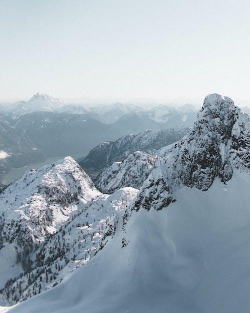 Безкоштовне стокове фото на тему «вершина гори, високий, висота, гірський хребет»