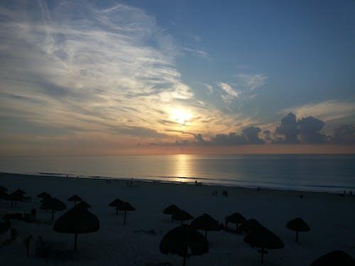 Foto stok gratis bangkit, langit biru, laut dalam, matahari terbit
