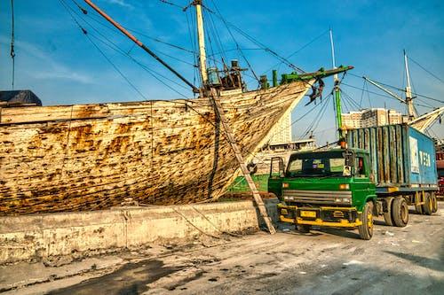 Ilmainen kuvapankkikuva tunnisteilla ajoneuvo, arkkitehtuuri, indonesia, kalastaja