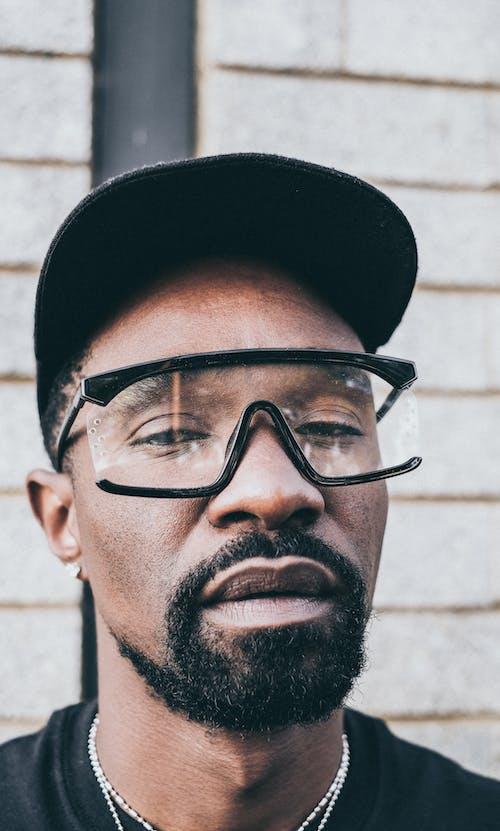 Fotobanka sbezplatnými fotkami na tému brada, černoch, chlap, čiapka