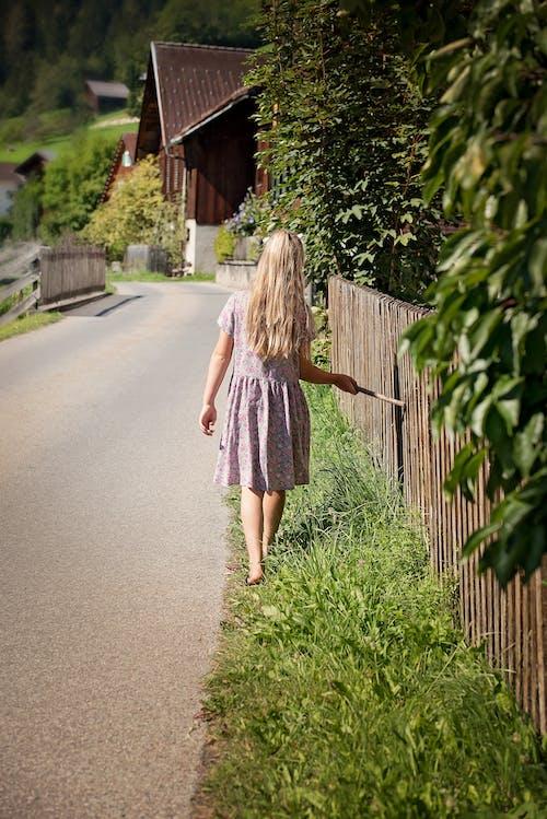 도로, 사람, 소녀, 여자의 무료 스톡 사진