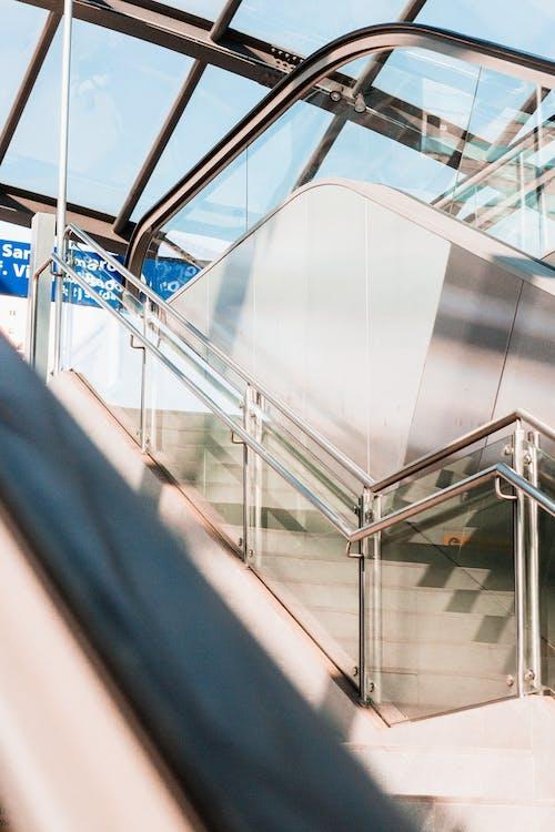 Escada De Corrimão De Vidro Cinza