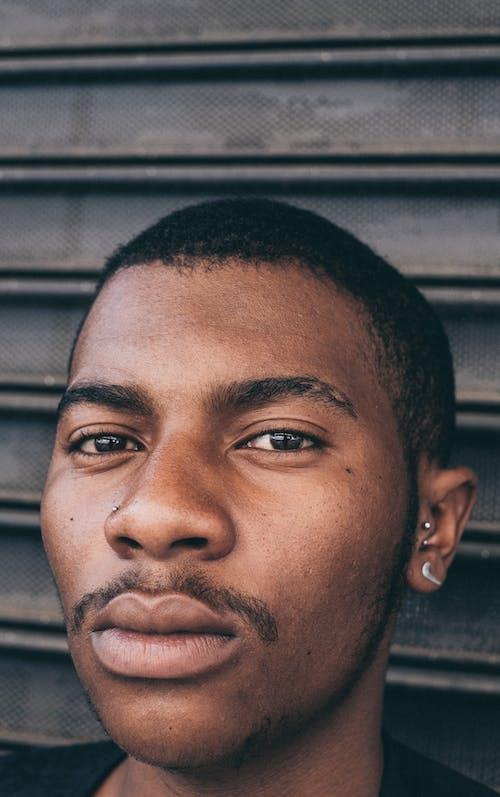 Fotobanka sbezplatnými fotkami na tému černoch, chlap, dobre vyzerajúci, exteriéry