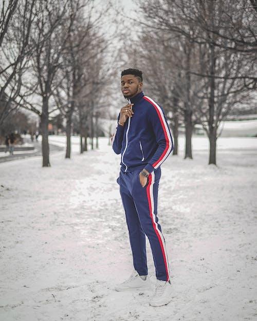Бесплатное стоковое фото с афро-американец, брюки, верхняя одежда, выражение лица