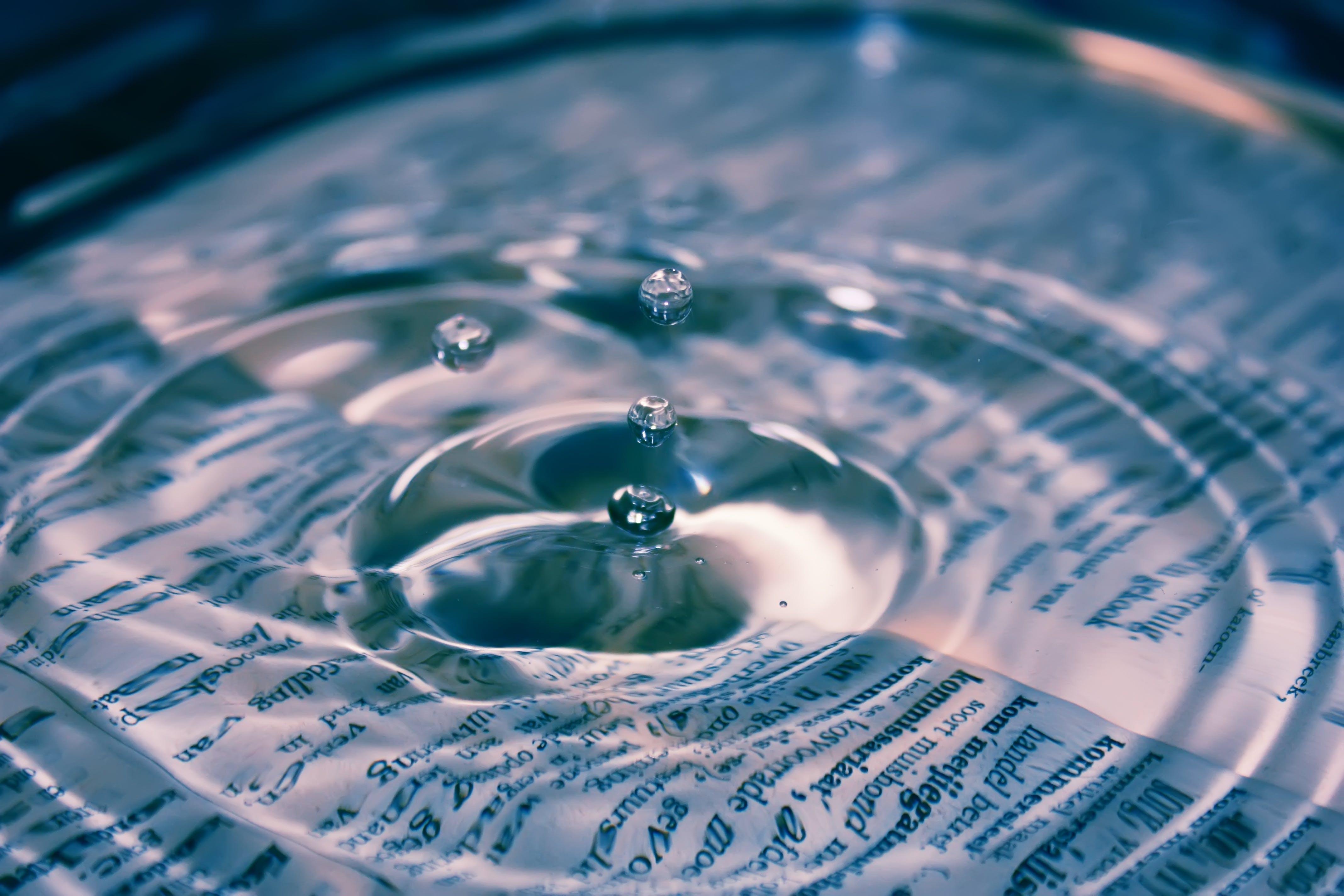 Kostenloses Stock Foto zu briefe, flüssig, klar, klares wasser