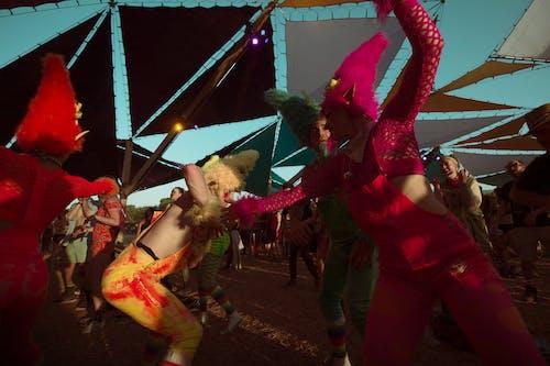 性能, 歡樂的, 看, 舞蹈家 的 免费素材照片