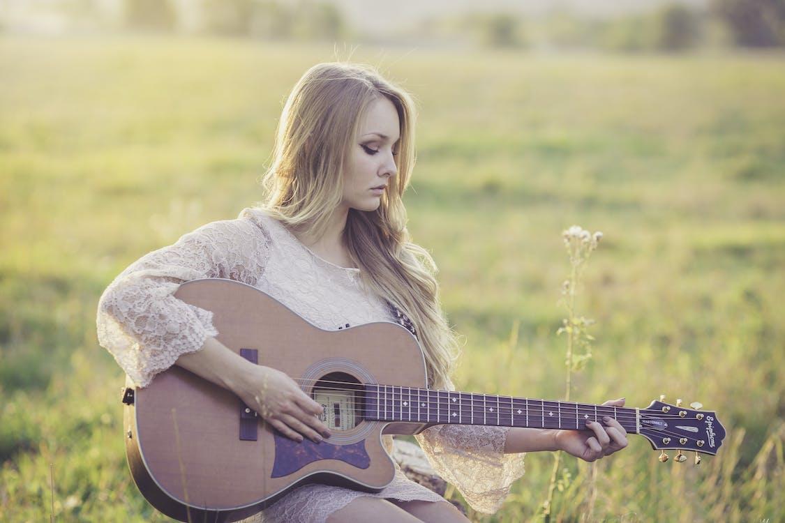 Âm nhạc, nghệ sĩ guitar, người