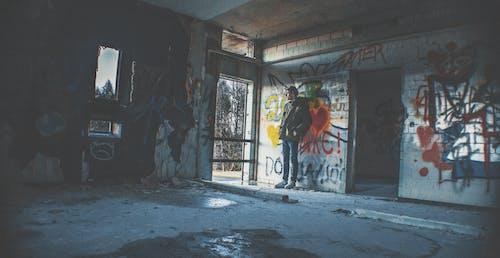 ロストプレイスドイツ放棄されたホールハウスの無料の写真素材