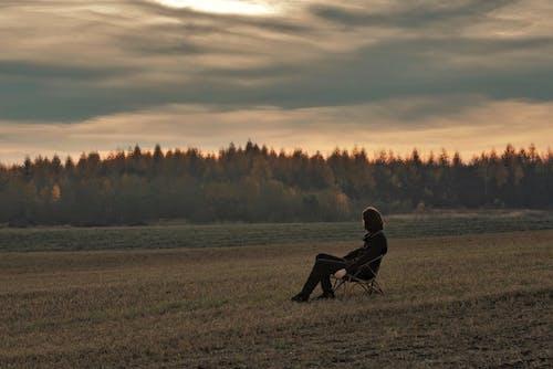 Δωρεάν στοκ φωτογραφιών με αγρόκτημα, άνθρωπος, αυγή, γήπεδο