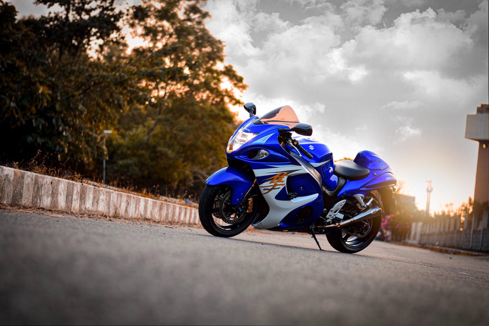 картинки на телефон обои мотоциклы сузуки осложненном течении