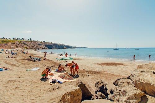 Foto profissional grátis de água, areia, barcos, beira-mar