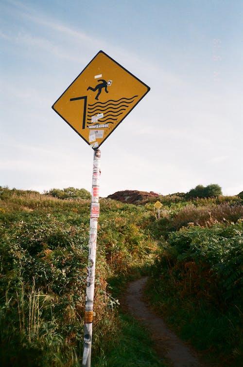 Gratis lagerfoto af advarsel, advarselsskilt, dagslys, display