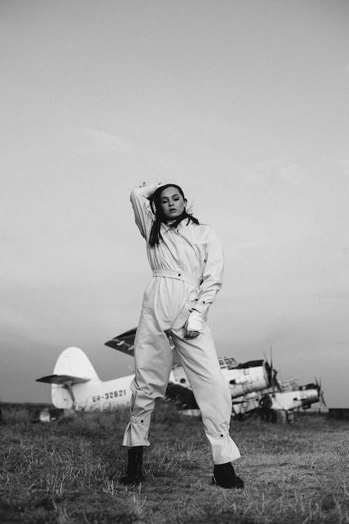 Бесплатное стоковое фото с Авиация, азиатка, аэроплан, верхняя одежда