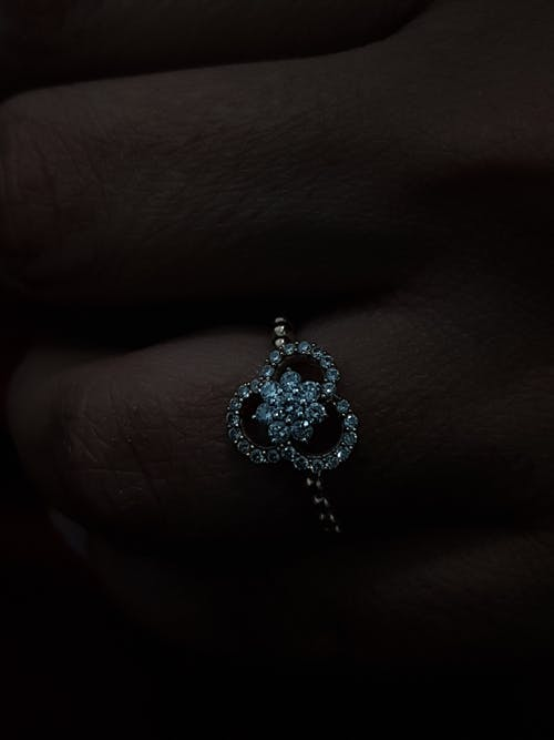 Foto d'estoc gratuïta de anell, anell de compromís, anell de diamants, anell de dissenyador