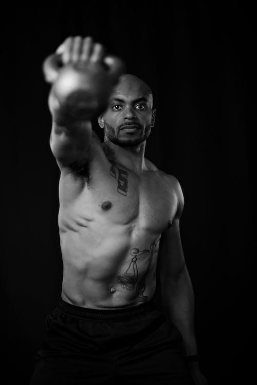 Základová fotografie zdarma na téma břišní svaly, černobílá fotografie, černobílý, chlápek